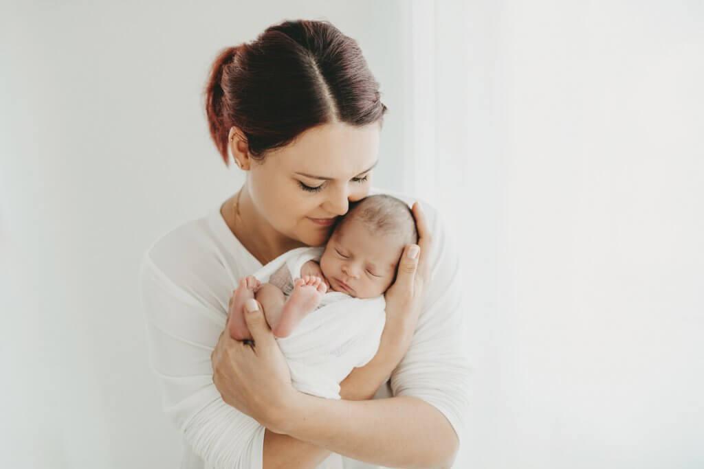 Neugeborenenbilder Frankfurt Mama und Neugeborenes